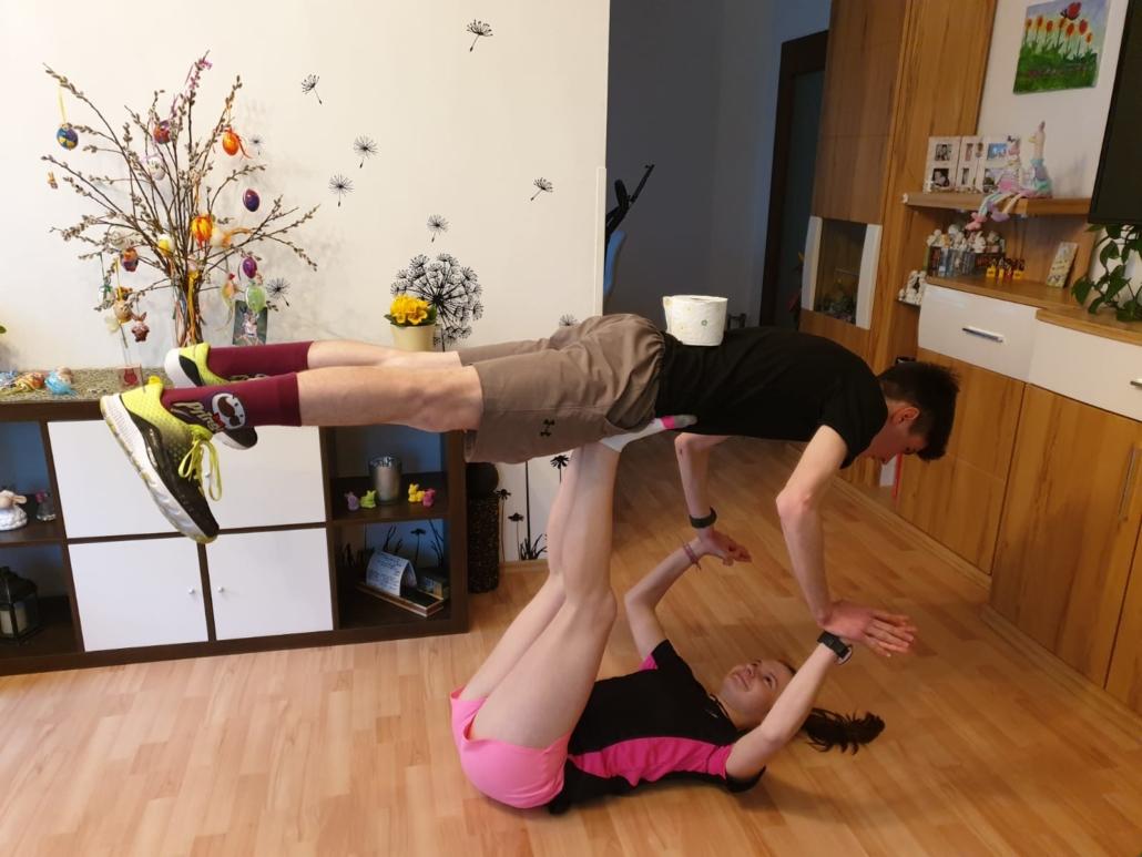 So trainieren Geschwister in der Corona Krise.