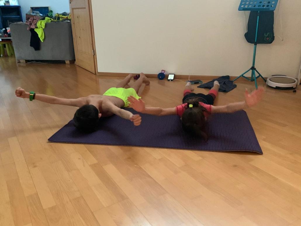 Felix und Maya im Core Training